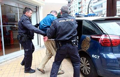 Detención por incumplimiento de las órdenes en el estado de alarma en Gijón